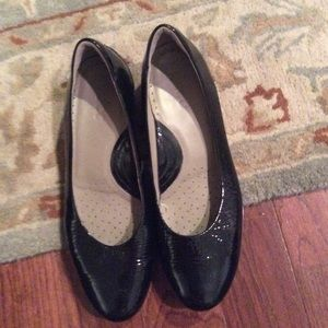 Size 40 patent leather pump made by Ecco